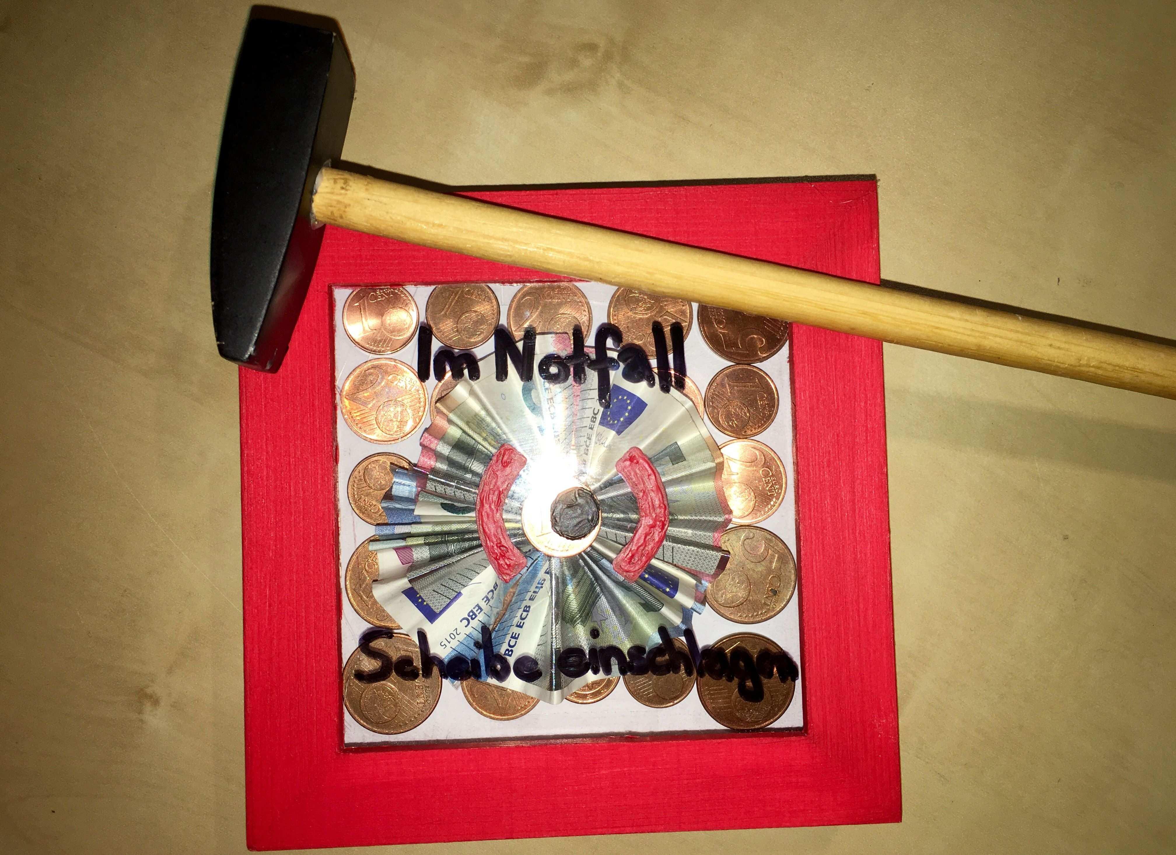 Geldgeschenk Im Notfall Scheibe Einschlagen Geburtsag Geschenk 3d Bilderrahmen 3d Bilderrahmen Geschenke Einpacken Geschenkideen