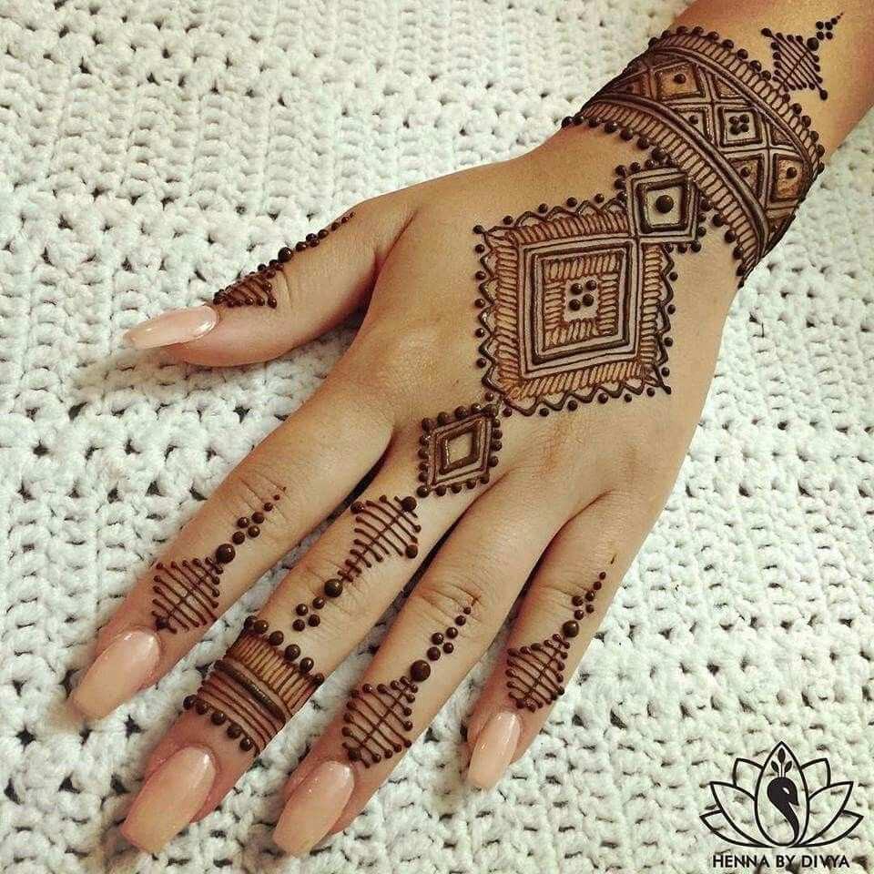 Pin Von Inna Baiderman Auf Mehandi Henna Hand Designs Henna Tattoo Ideen Henna Tattoo Hand