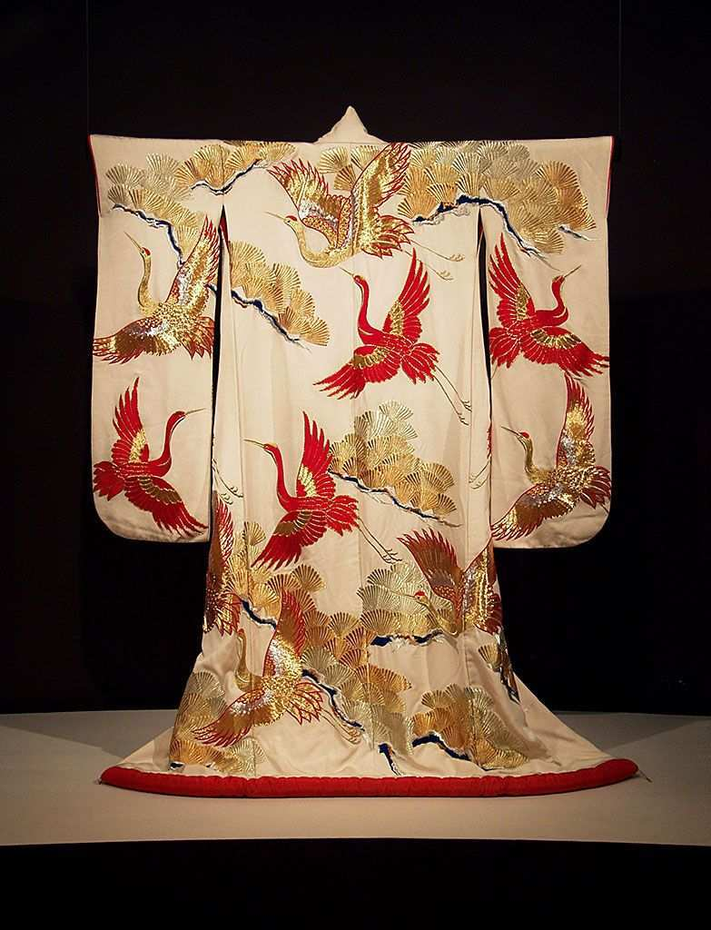 Furisode Of Ivory Silk Embroidered With Gold And Silver Japanese 20th Century Ksum 1983 1 830 Japanische Textilien Traditioneller Kimono Japanisches Kostum