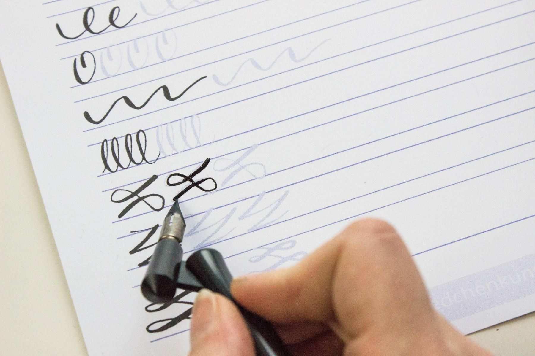 Kalligrafie Ubungsblatt Madchenkunst Kalligrafie Schriften Kostenlos Kalligraphie Schrift