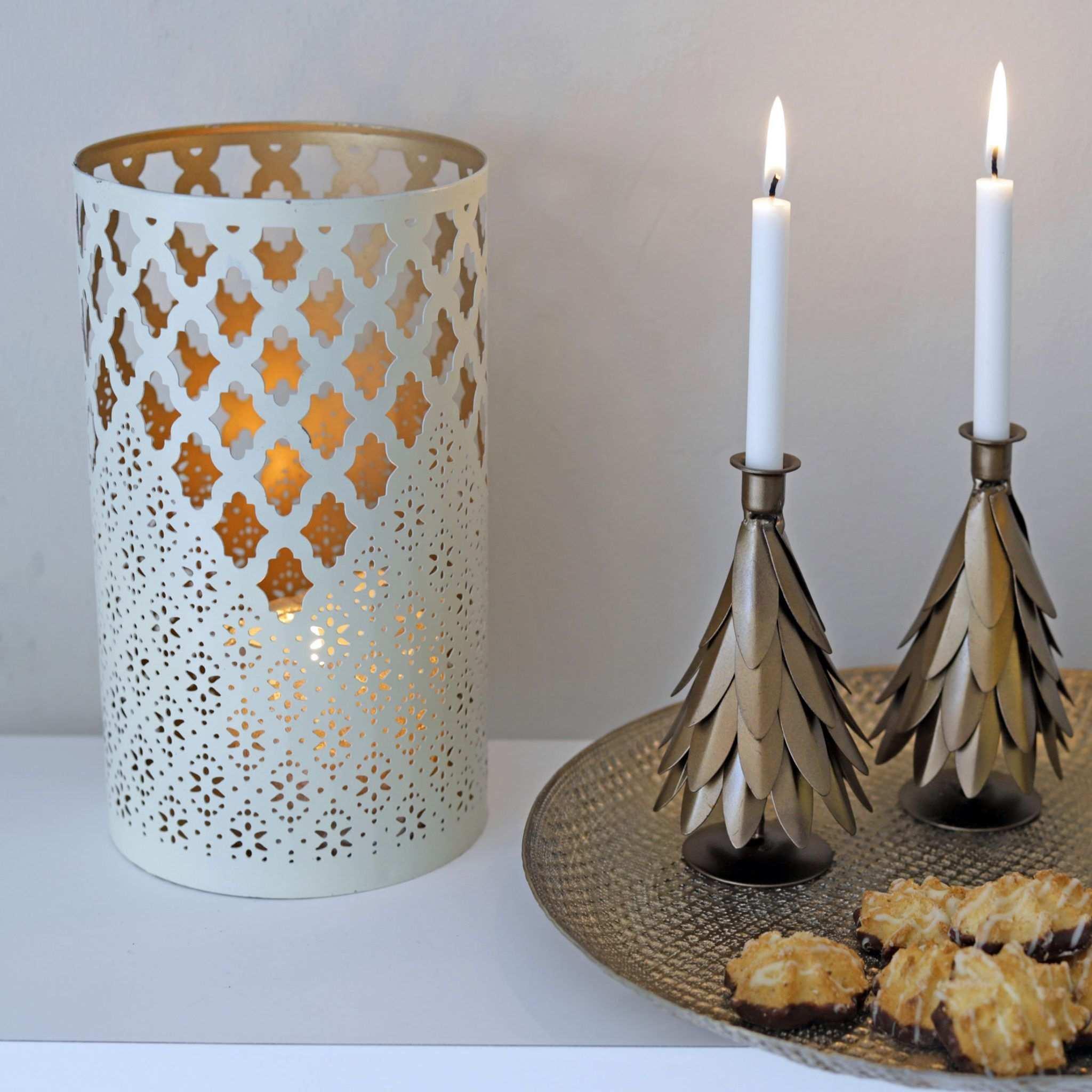 Goldenes Deko Tablett In Marokkanischen Stil Liv Interior Online Kaufen Marokkanischer Stil Adventskranz Ideen Weihnachten Dekoration