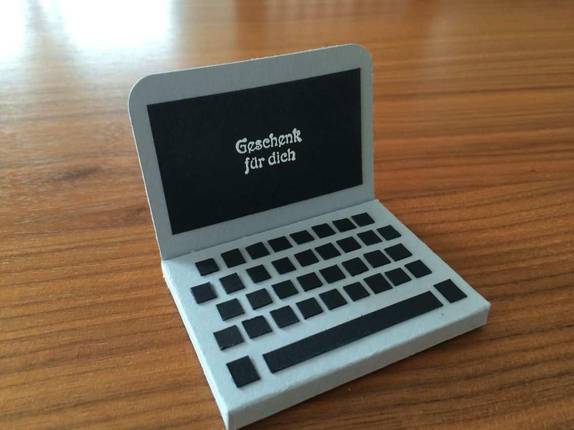 Ein Kleiner Laptop Fur Eine Explosionsbox Der Echte Darf Dann Selbst Ausgesucht Werden Explosionsbox Box Geburtstagskarte