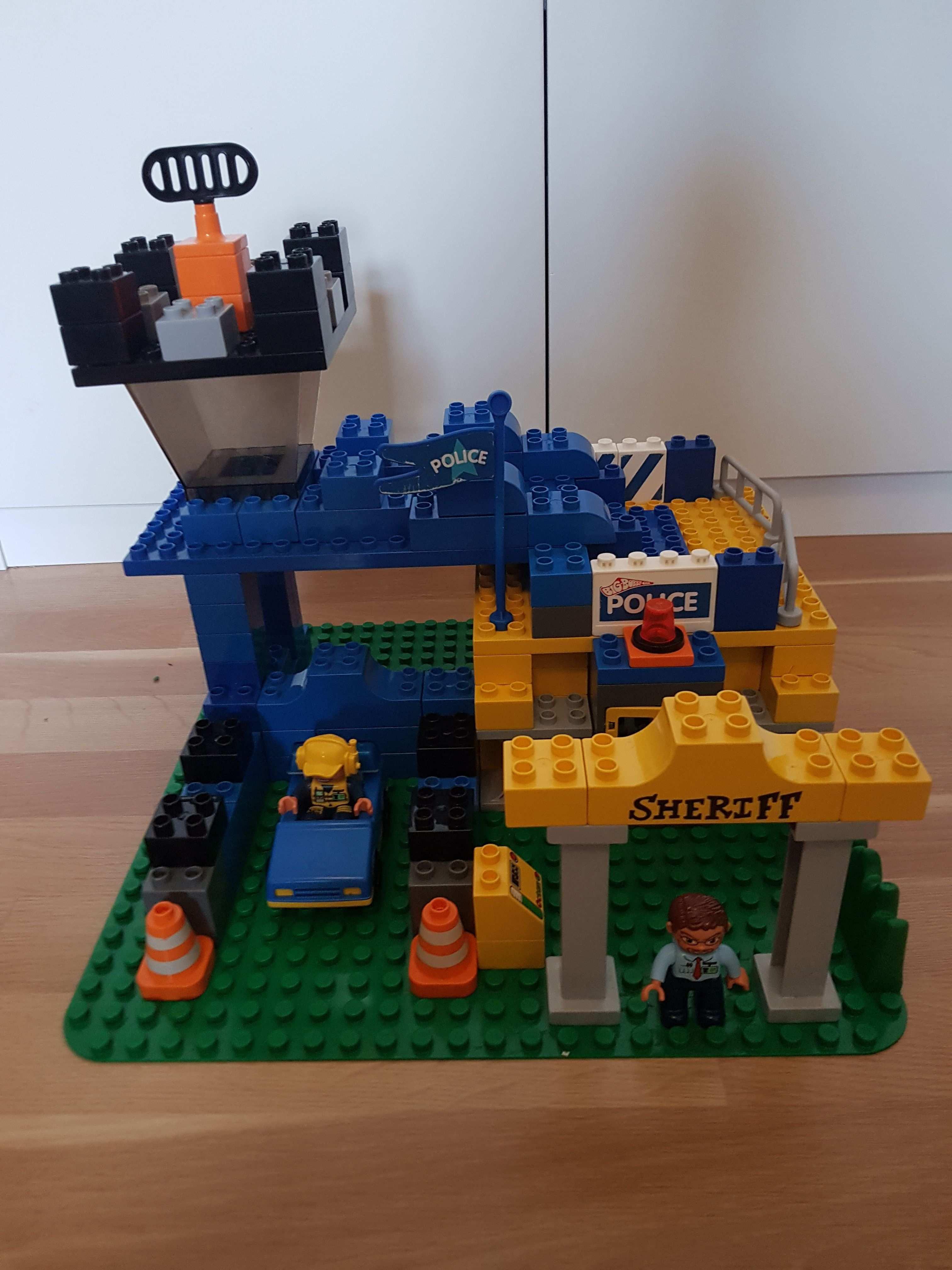Hier Siehst Du Eine Polizeistation Aus Lego Duplo Diese Und Weitere Bauideen Gibt Es Auf Brickaddict De Einem Blog Fur Lego In 2020 Polizeistation Lego Duplo Lego