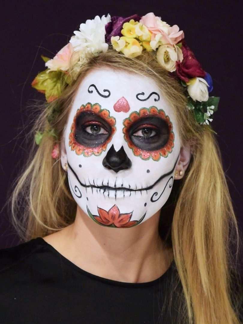 Totenmaske Schminken Step By Step Anleitung Mexikanische Totenmaske Halloween Gesicht Schminken Masken
