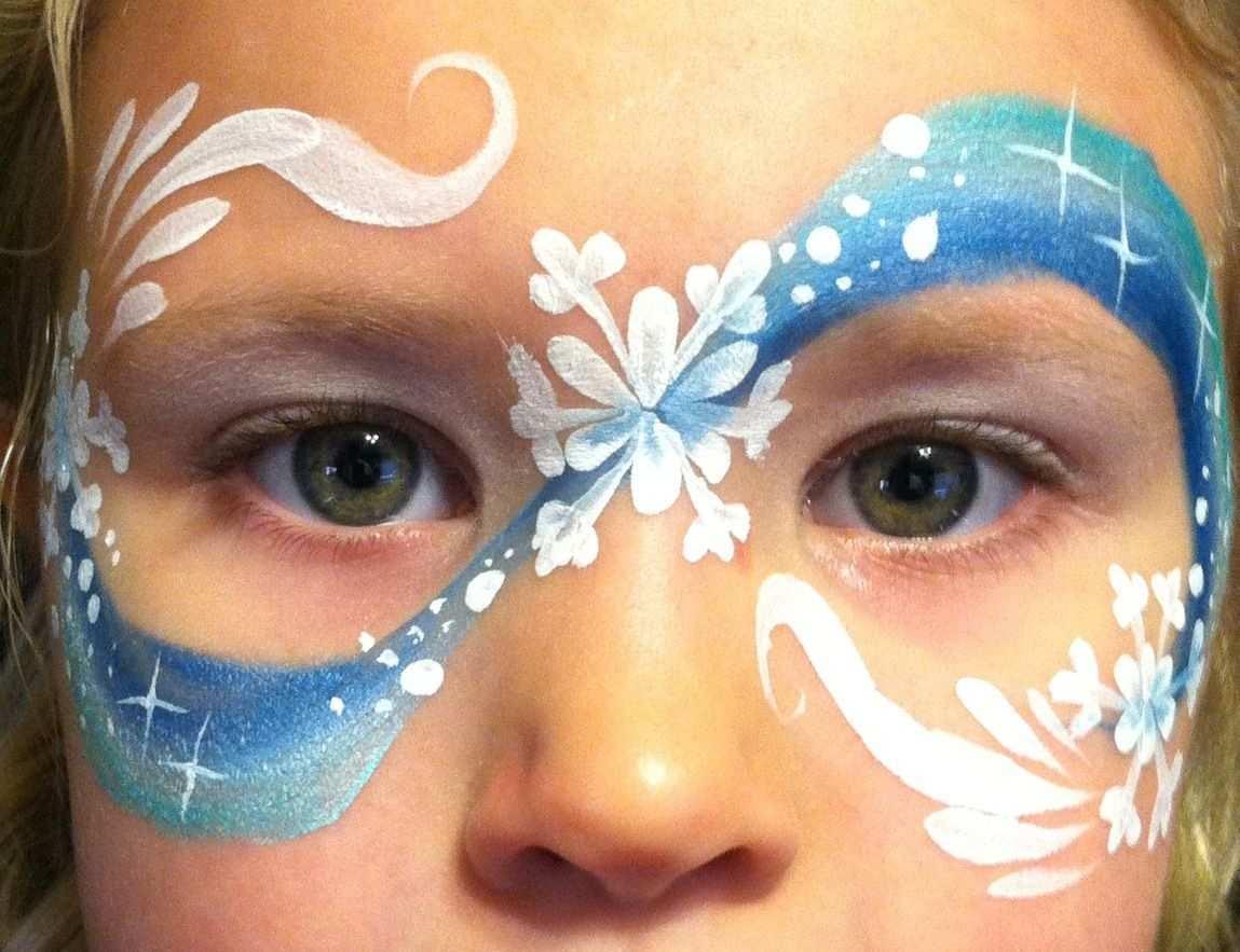 Winterliche Maske Mit Schneeflocken Und Sternen Bemalte Gesichter Weihnachten Schminken Einfache Gesichtsmalerei