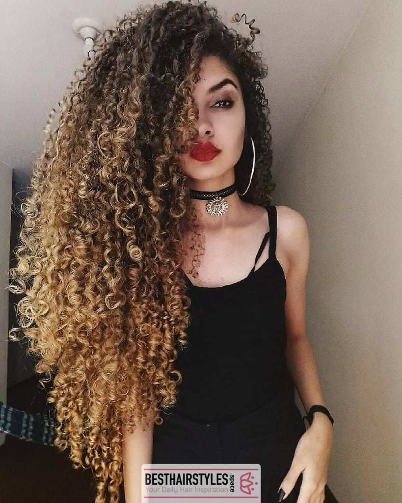 30 Curly Hairstyles You Can Easily Do At Home Curly Curlygirl Curlyhairdontcare Curlyhairstyles Curly Hair Styles Long Hair Styles Beautiful Curly Hair