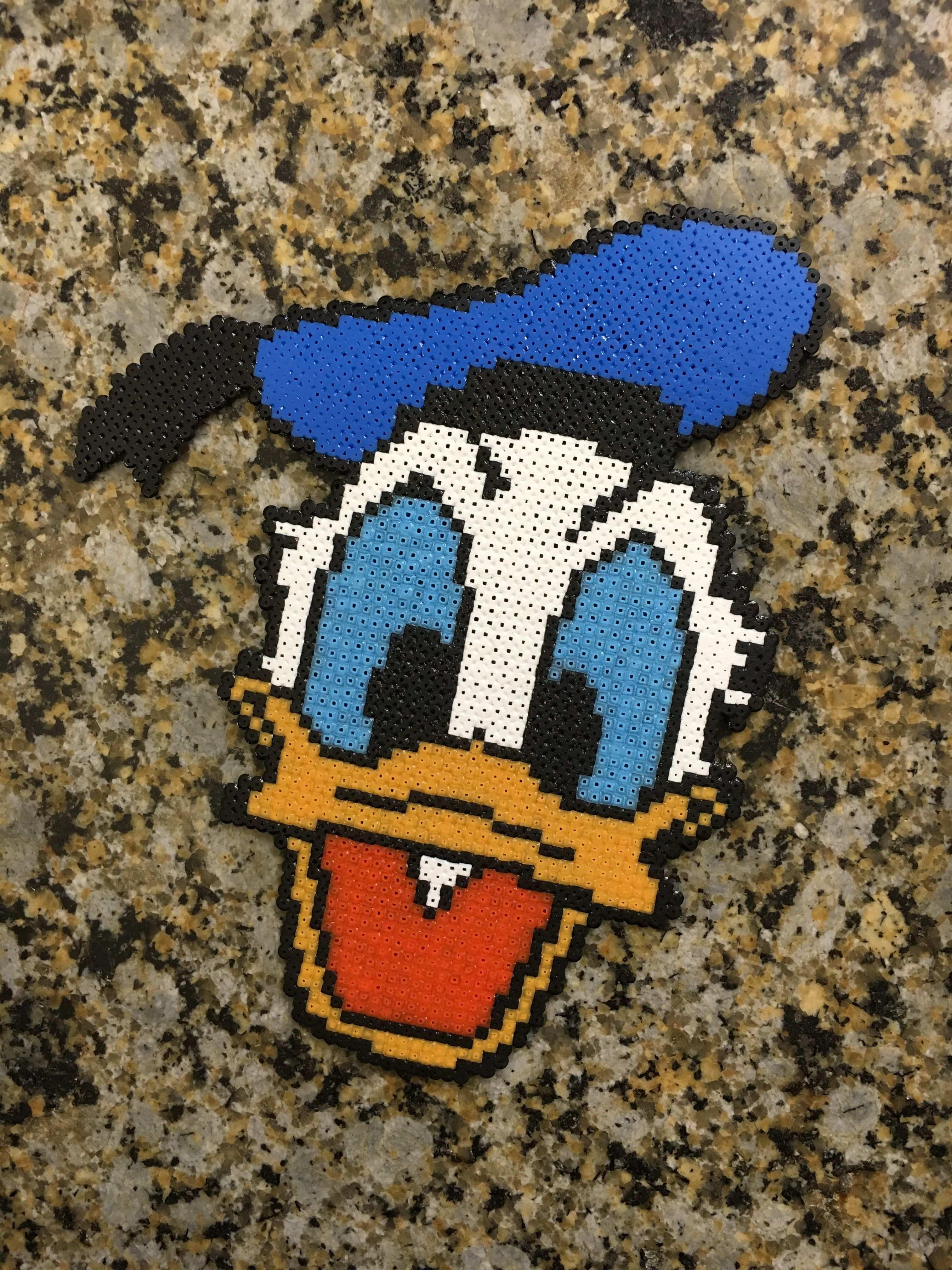 Donald Duck Bugelperlen Perler Beads Hama By Dassommersprossenmaedchen Bugelperlen Basteln Bugelperlen Hama Perlen Muster