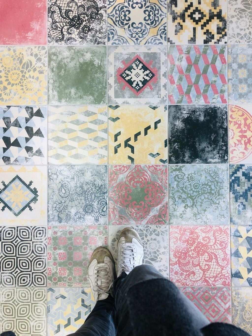 Habe Mir Am Wochenende Zahlreiche Fliesen Angesehen Was Haltet Ihr Von Zementfliesen Mit Farbigen Muster In 2020 Fliesen Zementfliesen Mosaikfliesen