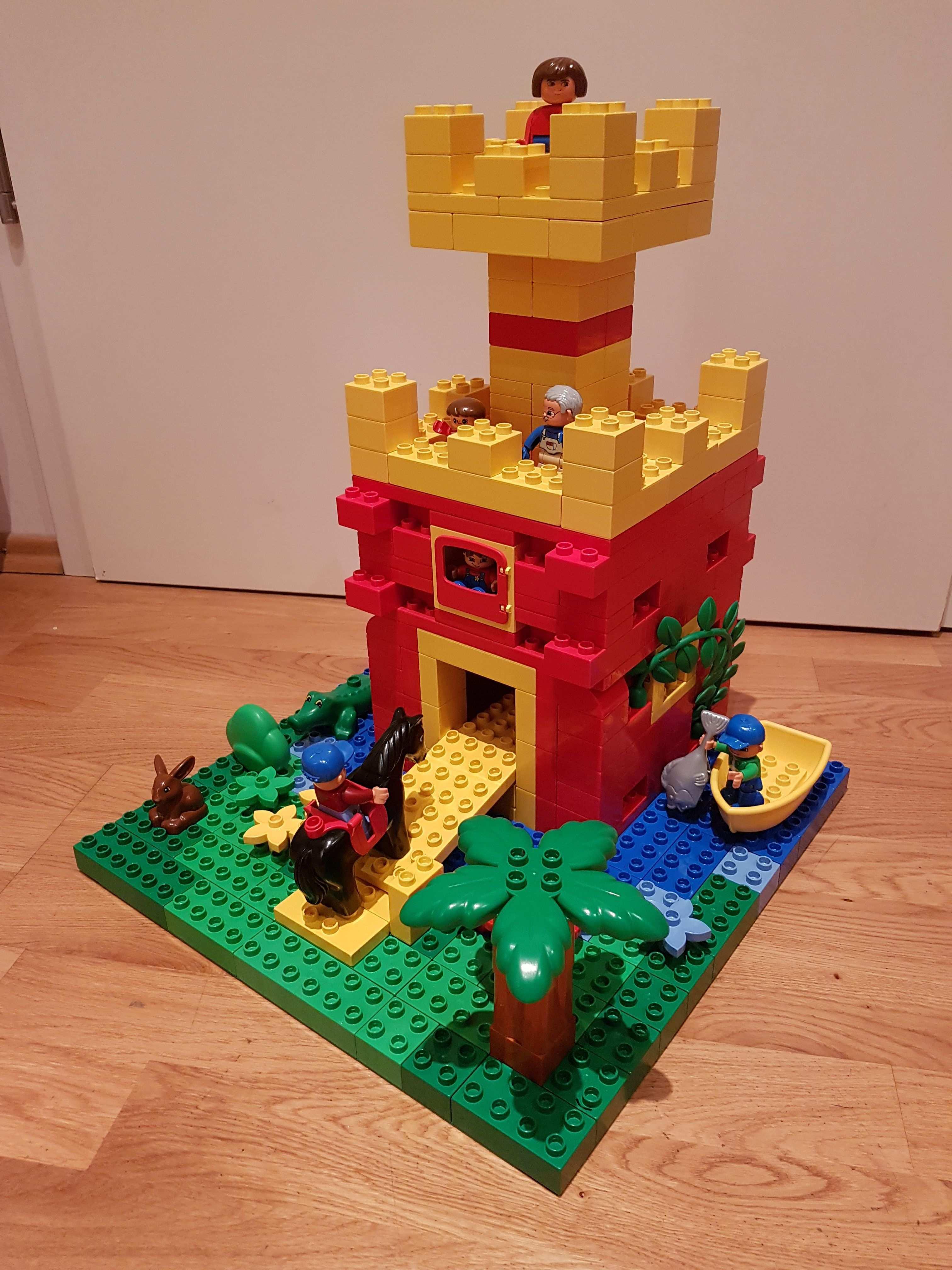 Hier Siehst Du Eine Burg Ritterburg Aus Lego Duplo Diese Und Weitere Bauideen Gibt Es Auf Brickaddict De Einem Blog Lego Bauideen Lego Duplo Lego Kreativ