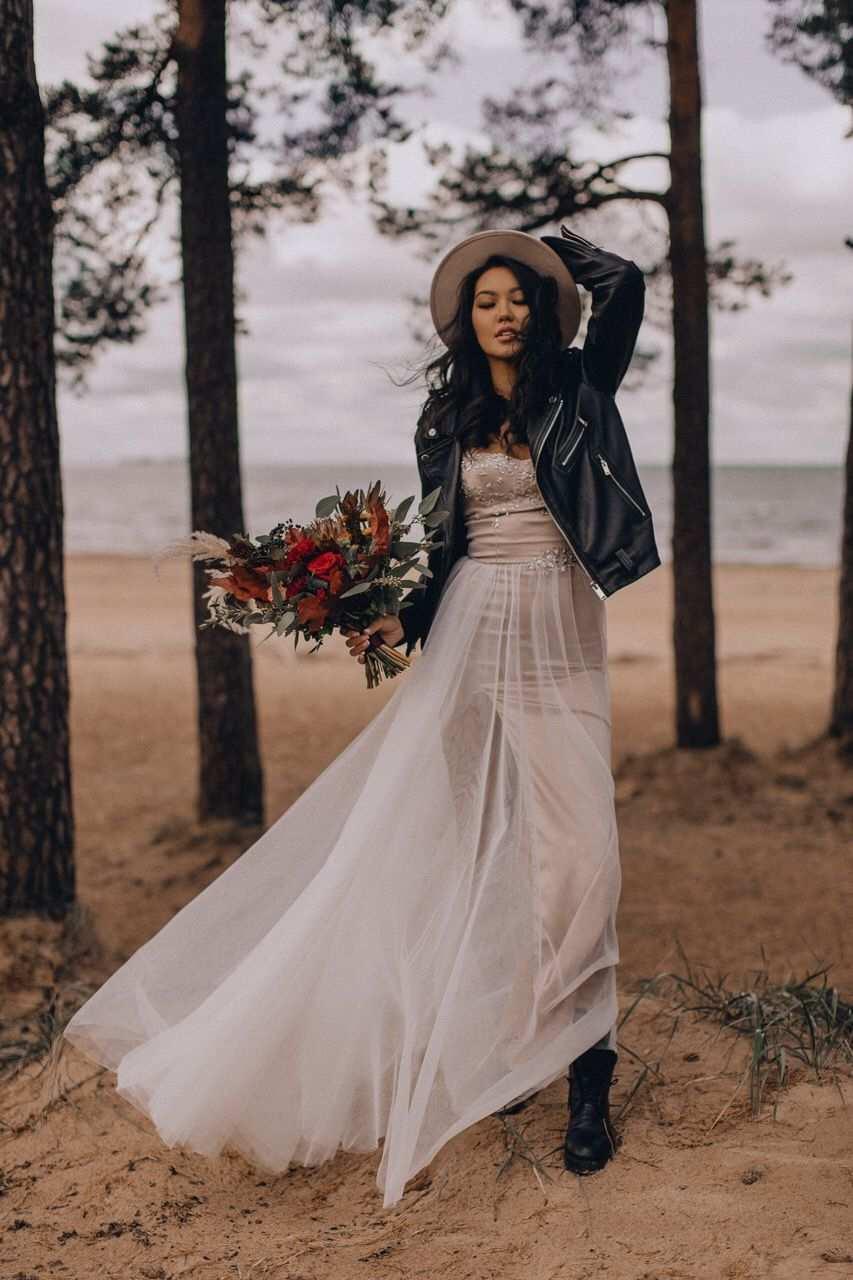 Pin Ot Polzovatelya Renata Na Doske Wedding Decor V 2020 G Neobychnye Svadebnye Platya Osennie Svadebnye Platya Svadebnye Platya