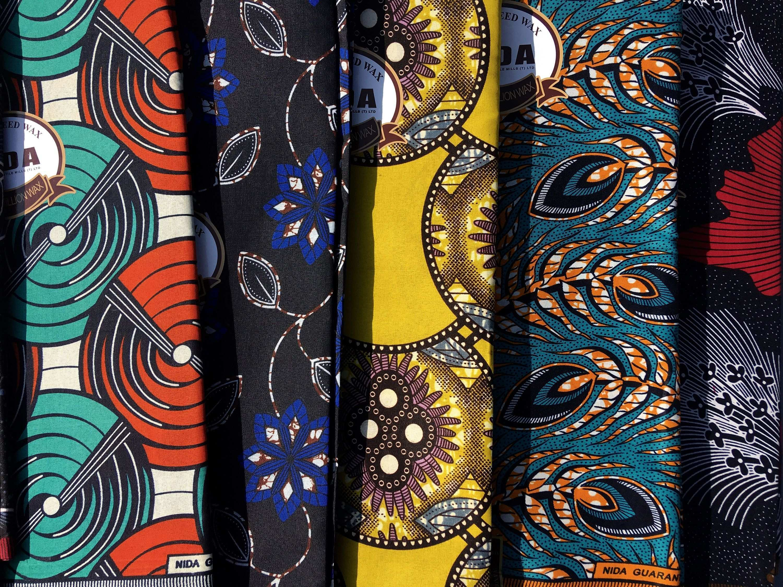 African Fabric Stoff Aus Tanzania Afrikanischer Stoff Wax Etsy Afrikanische Stoffe Stoffe Afrikanischer