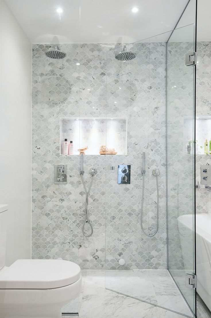 Akzentwand Im Bad Fischschuppen Muster Fliesen Marmor Badezimmereinrichtung Bad Inspiration Badezimmer