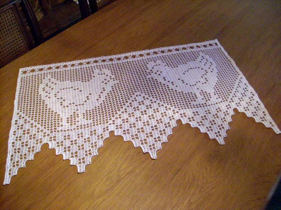 Hakelgardine In Weiss Gackernde Huhner Handarbeit Gehakelte Gardine Ostern Barrado De Croche Simples Modelos De Croche Caminho De Mesa De Croche