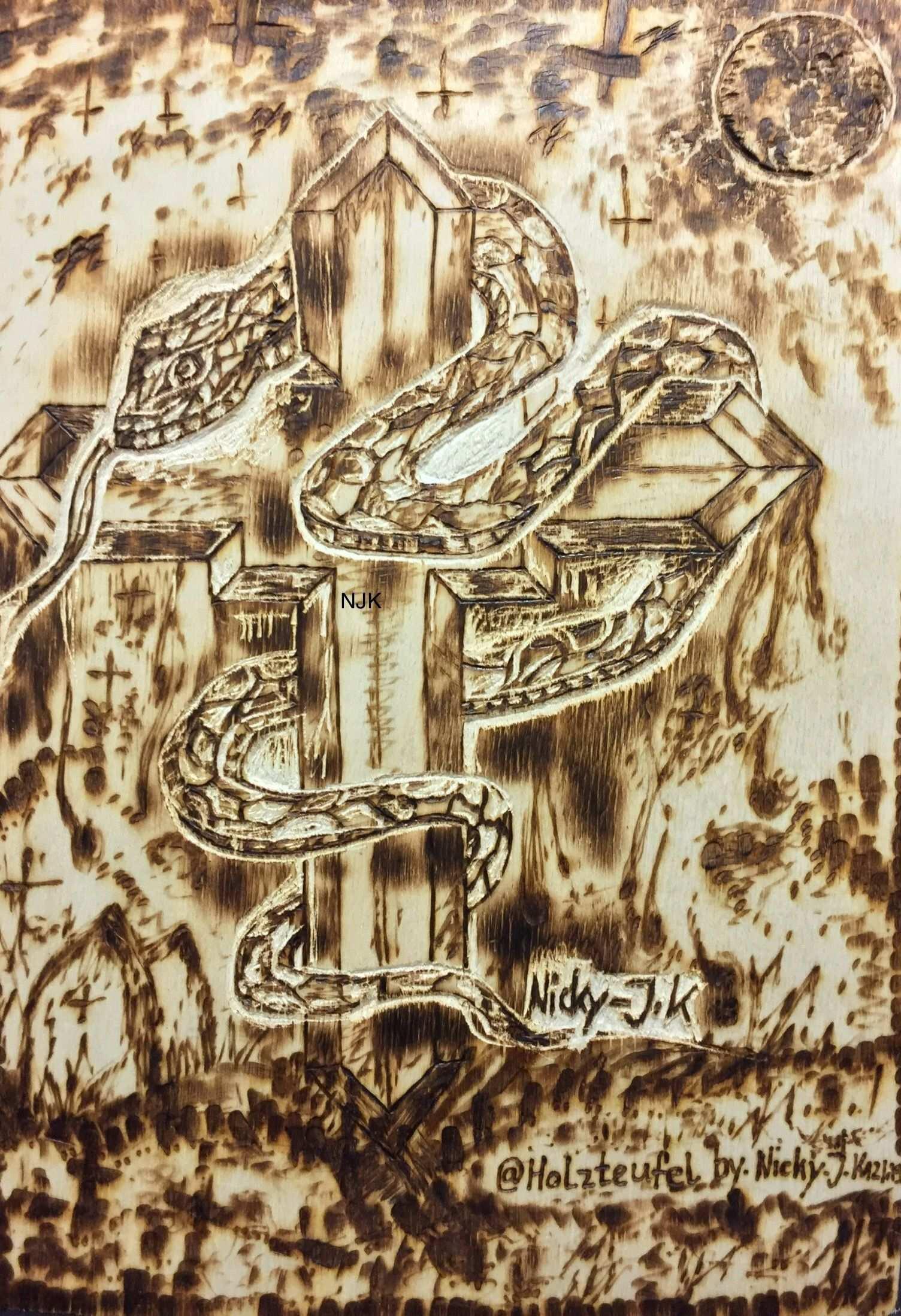 Kreuz Schlange Mond Brandmalerei Nicky Holzteufel By N J K Zeichnung Bild Holz 3d Frasen Holzschnitzkunst Bild Auf Holz Malerei