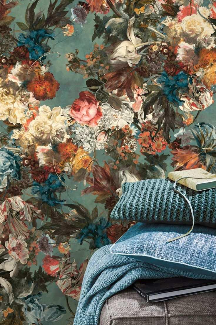 Tapete Muriell Blau Vintage Blumen In Einem Faszinierendem Blumenbouquet Wie Das Olgemalde Eines Alten Hollandisc Tapeten Floral Tapeten Farben Und Tapeten
