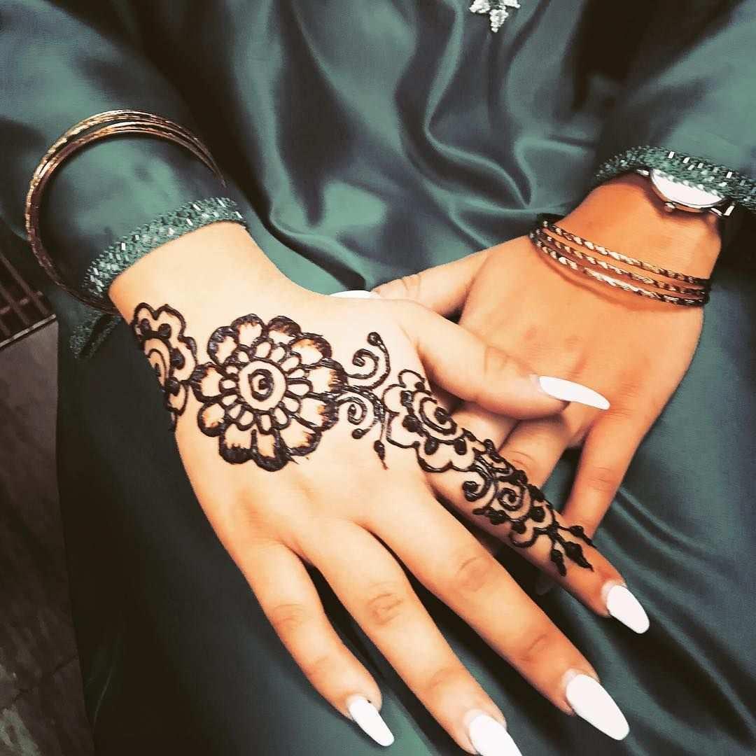 Henna Freizeit Tattoo Hennabemalung Fur Ein Temporares Tattoo Henna Hand Tattoo Henna Hand Henna
