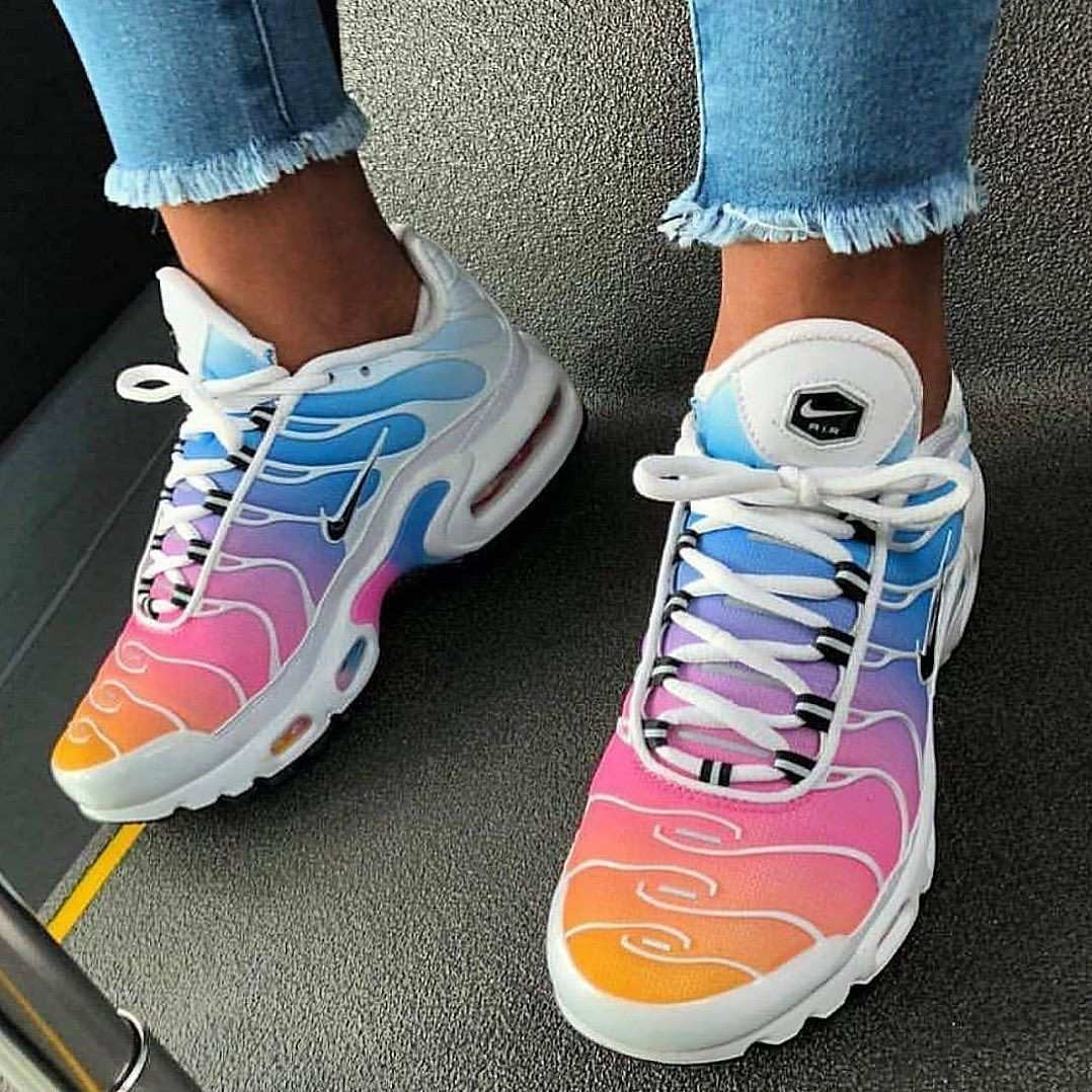 This Model Has Stolen Our Heart Look For It In Our Stationary Stores And Airmax Distancegirl Nike Air Shoes Cute Sneakers Jordan Shoes Girls
