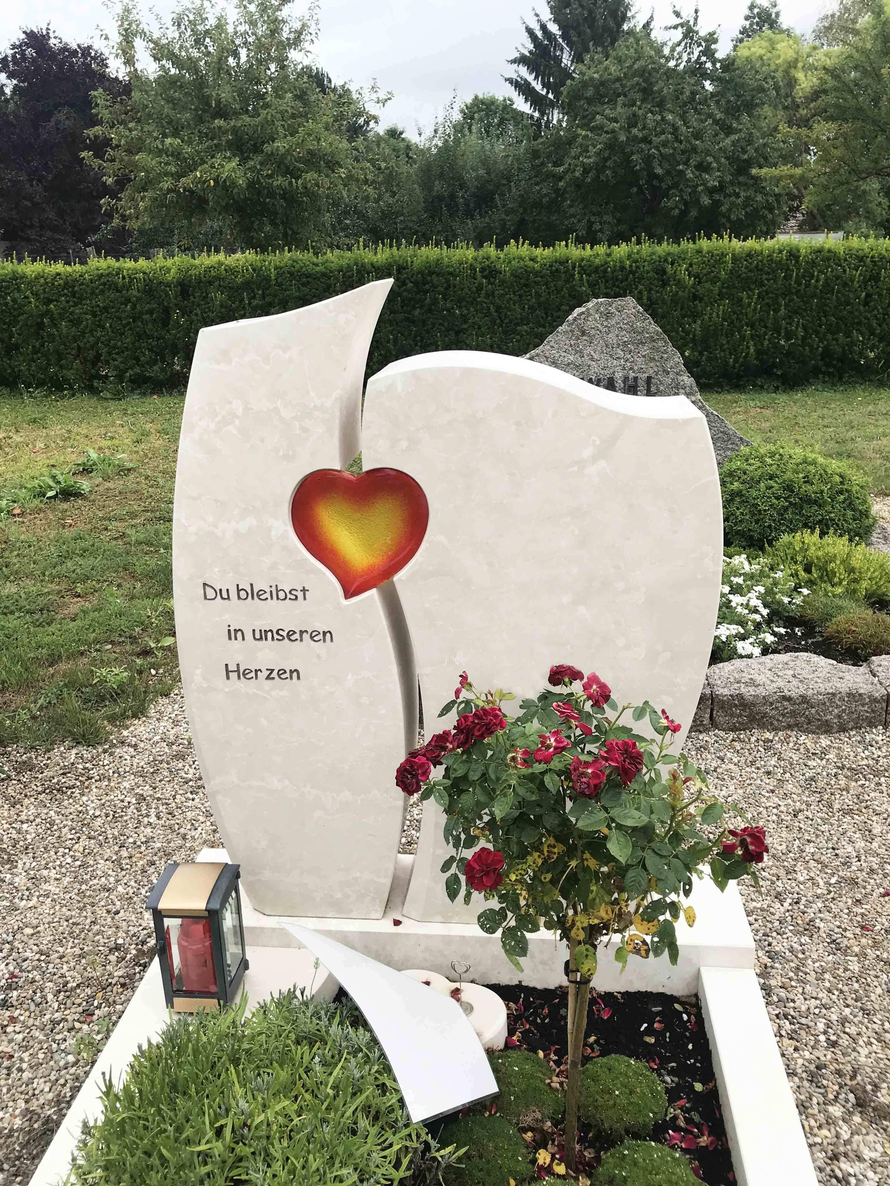 Grabstein Mit Herz Grabstein Gedenksteine Urnengrab
