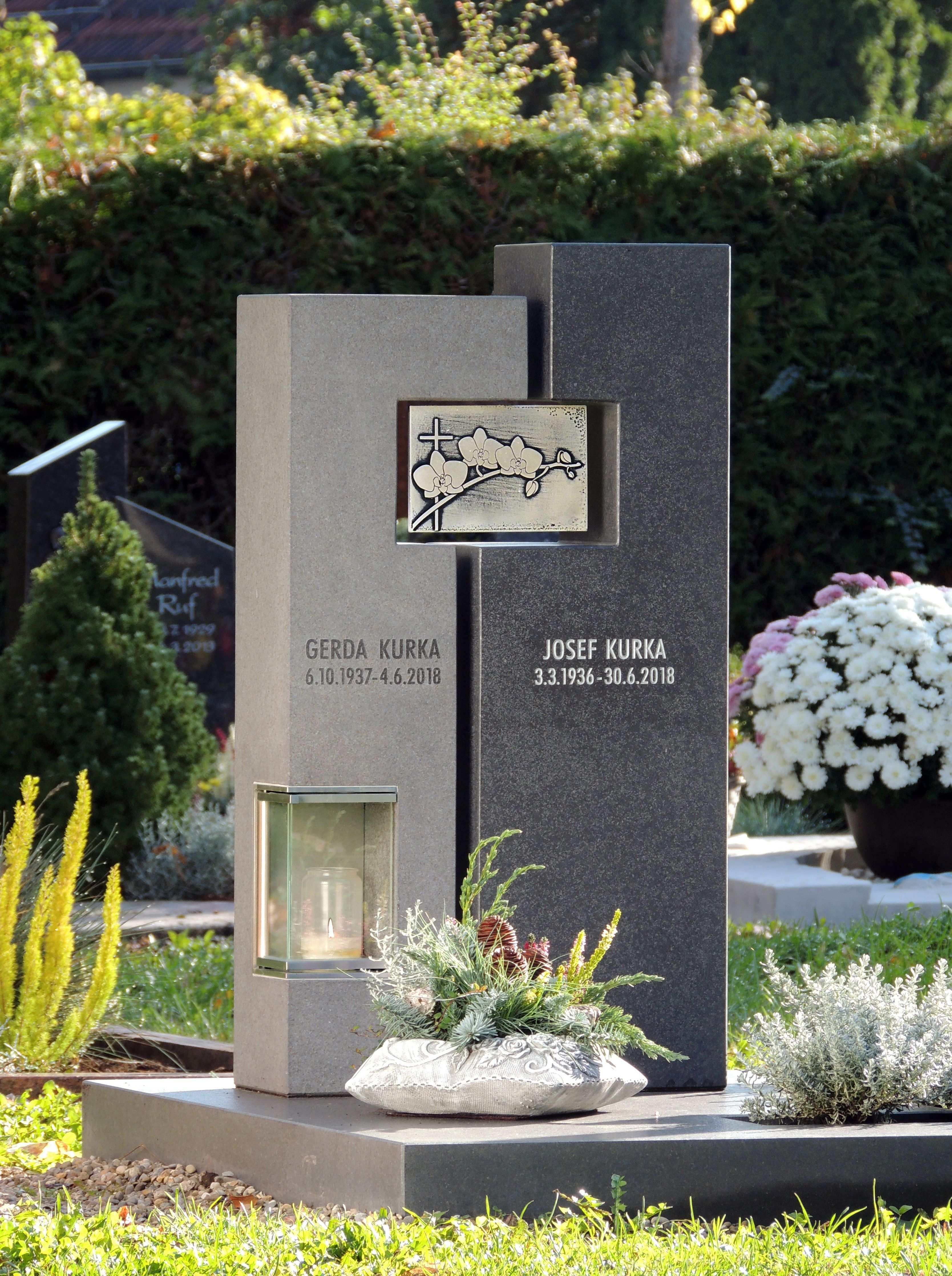 Pin Von Victor Gu Auf Signage Tombstone Grabstein Urnengrabsteine