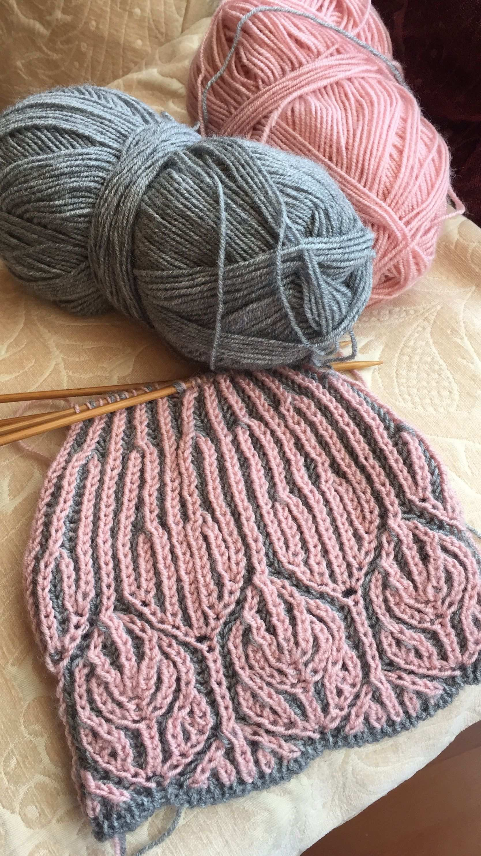 Pink Grey Brioche Knitting Ausser Fur Eine Farbkombinationsidee Welcome To Blog In 2020 Mutze Stricken Stricken Und Hakeln Strickmuster
