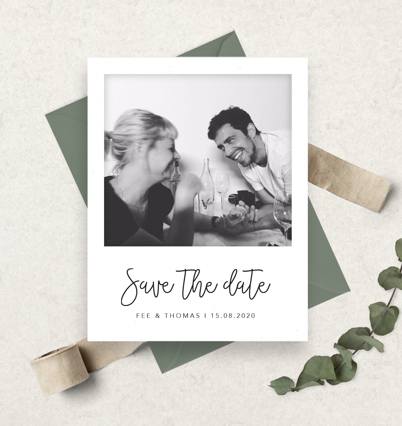 Polaroid Save The Date Karte Ihr Wollt Eure Save The Date Karten Lieber Als E Mail An Eure G In 2020 Save The Date Photo Graduation Invitations Modern Save The Dates