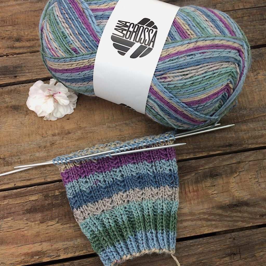 Gratisanleitung Socken Muster Charade Lanagrossa Meilenweit Glamy Socken Stricken Muster Socken Stricken Sockenmuster Stricken