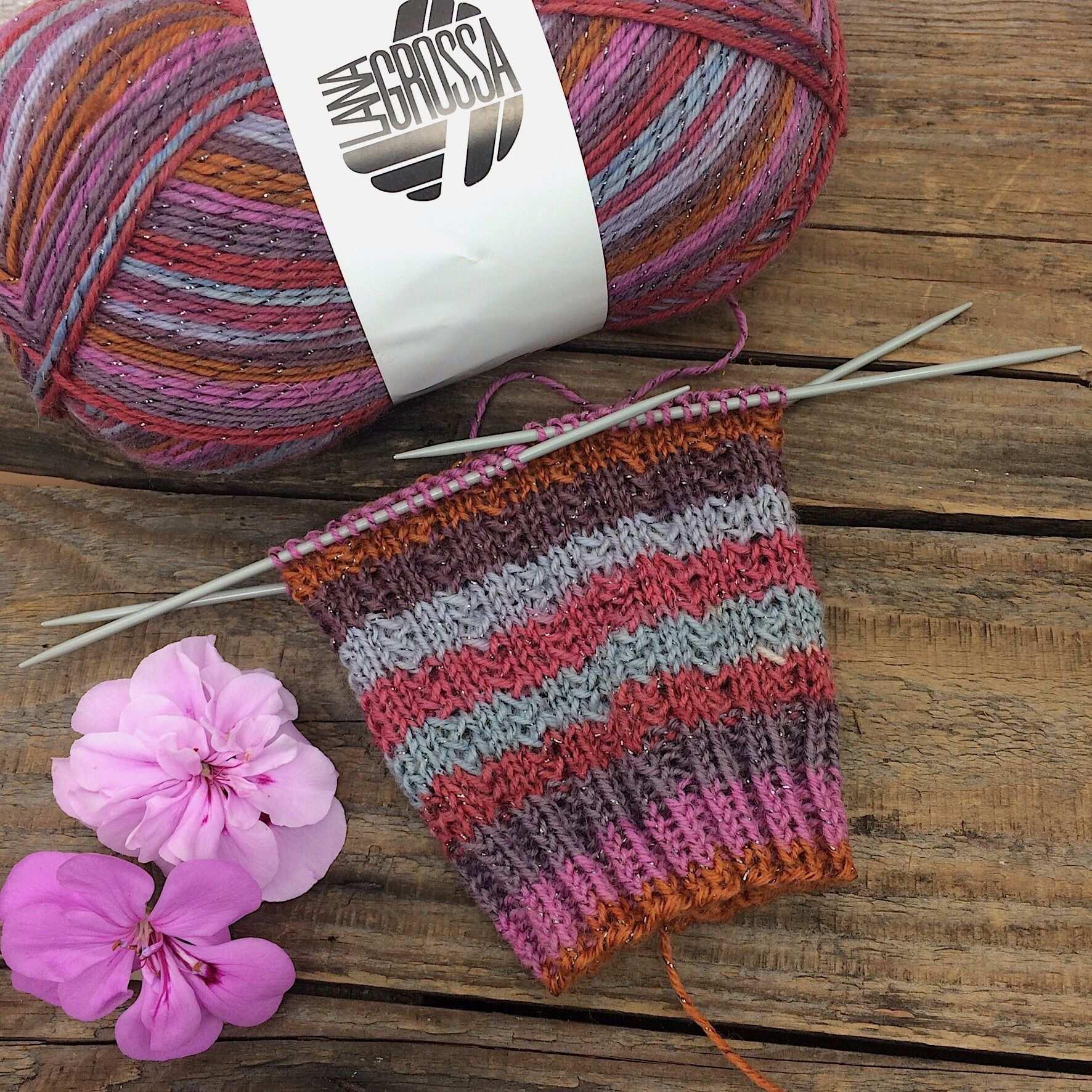 Gratisanleitung Socken Muster Charade Lanagrossa Meilenweit Glamy In 2020 Sock Patterns Knitting Knitting Socks