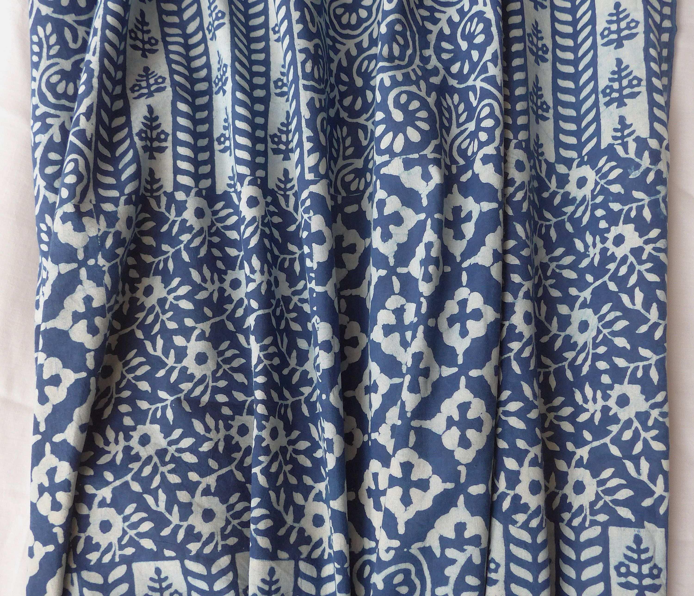 Indigo Blau Weisses Batik Patchwork Muster Stempeldruck Blockprint Indien Indischer Baumwollstoff Boho Meterware Stoff Naturfarbe Stoff Prints Printed Shower Curtain Curtains