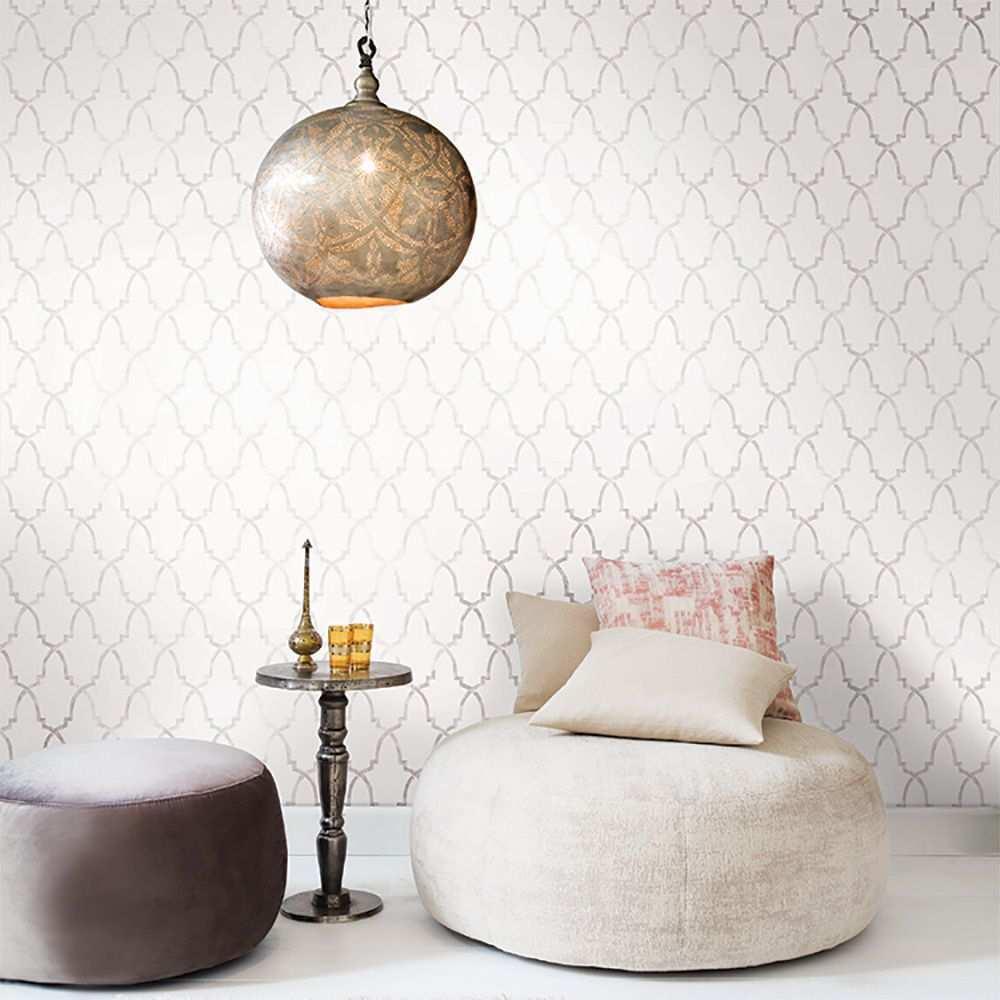 Elegante Tapete Mit Muster Von Khroma Delara Warmgrau Tapete Grau Muster Tapete Grau Orientalische Tapete