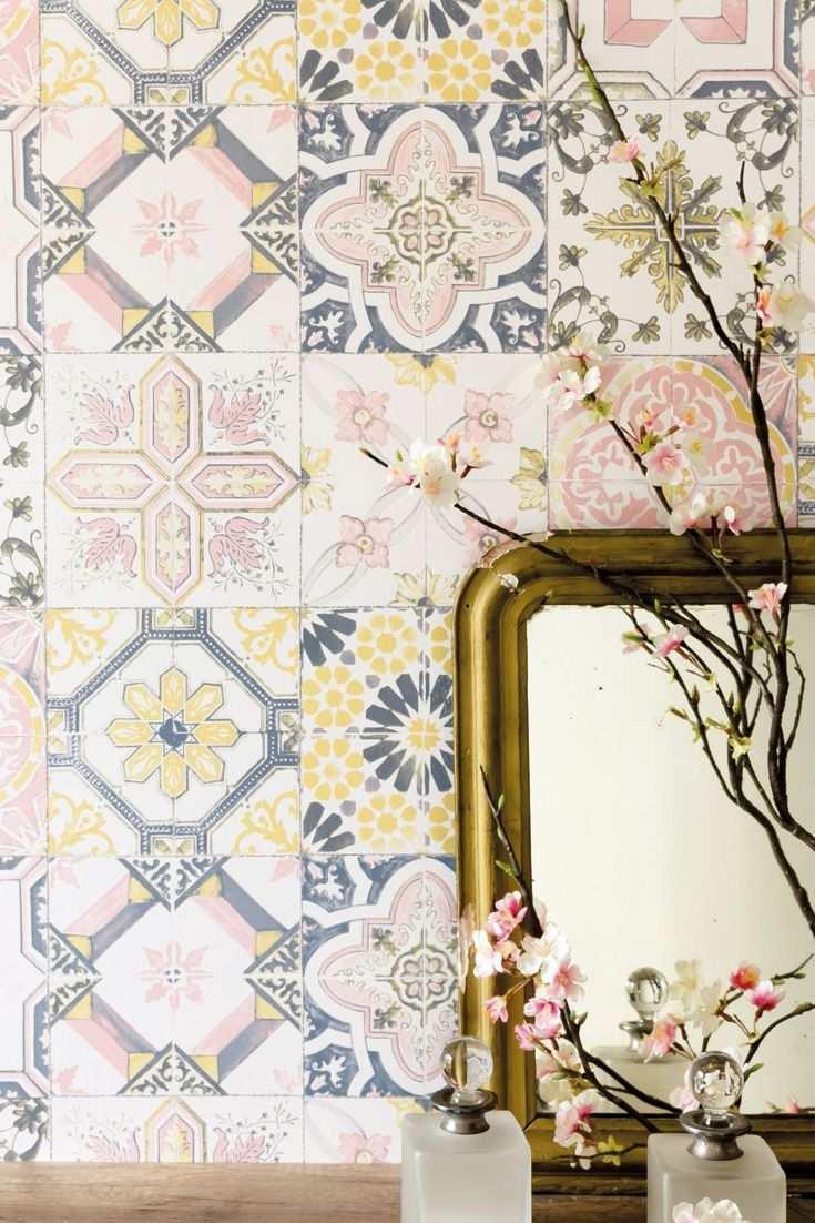 Tapete Isalie Gelb Bunte Fliesenoptik Mit Floralem Muster Bringt Urlaubsstimmung In Ihr Zuhause Fliesen Bunt Flora Tapete Fliesenoptik Kuchentapete Tapeten