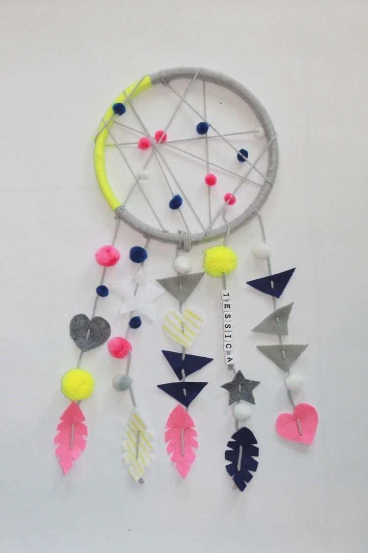 Lustige Idee Fur Einfachen Traumfanger Mit Akzenten In Neonfarben Traumfanger Basteln Kinder Selber Basteln Traumfanger Selber Basteln